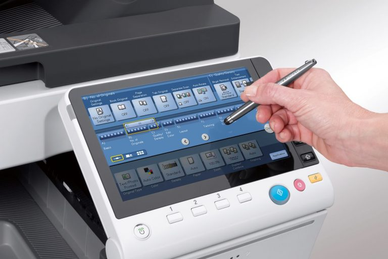 Wir sind ein Copyshop: Bei uns können Sie Ihre DIN A4- und DIN A3-Drucke und -Kopien im Handumdrehen erstellen, dafür stehen Ihnen vier Kundenarbeitsplätze mit Internetzugang und neun Digital-Kopierer und -Drucker zur Verfügung. Oder Sie lassen uns das für Sie machen. Wir fertigen Ihre Bindungen, laminieren Ihre Drucke, scannen Ihre Dokumente. All das schnell, zuverlässig und zu vernünftigen Preisen.